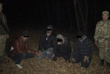 В лес не по грибы. Недалеко от Ужгорода задержали нелегалов, вероятно, из Индии
