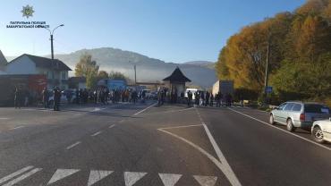 В Закарпатье десятки водителей устроили протест на трассе «Киев-Чоп» (ФОТО)