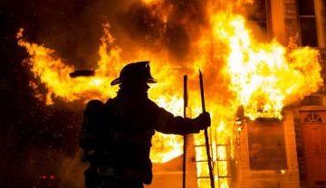 Могли не успеть: В Ужгороде тушили масштабный пожар
