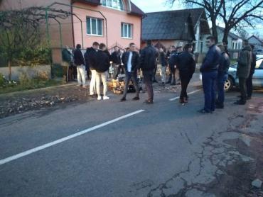 Жуткое ДТП в Закарпатье: Неадекватного виновника пришлось усмирять активистам (ФОТО)